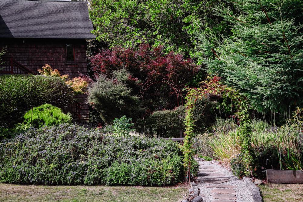 The secret garden at Brewery Gulch Inn. mage by Shelly Waldman.